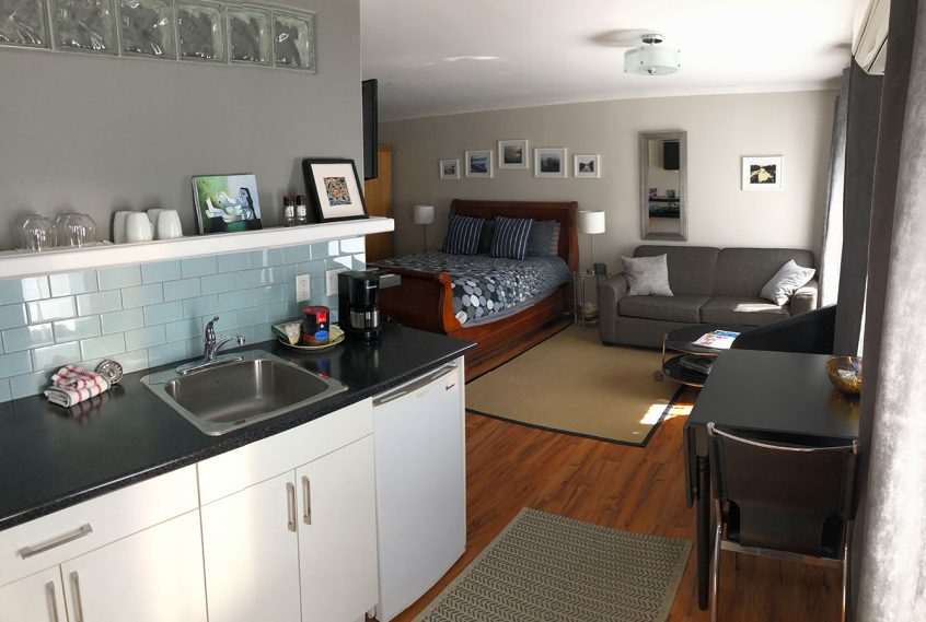 Merrickville Guest Suites - Sunset Suite