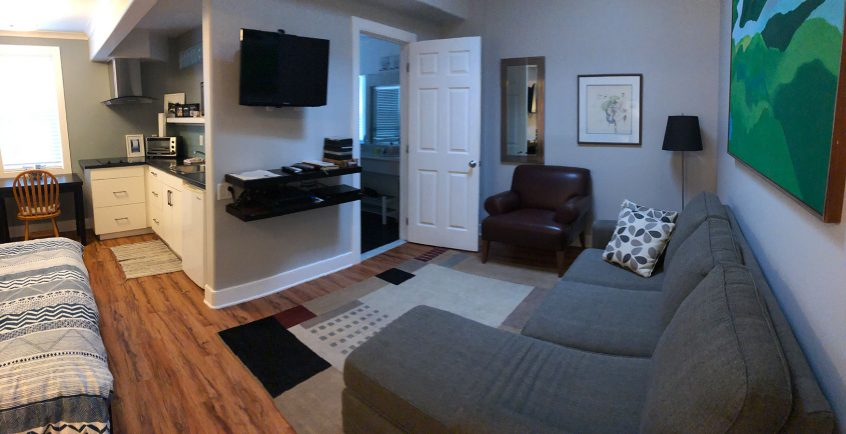 Merrickville Guest Suites - Sunrise Suite